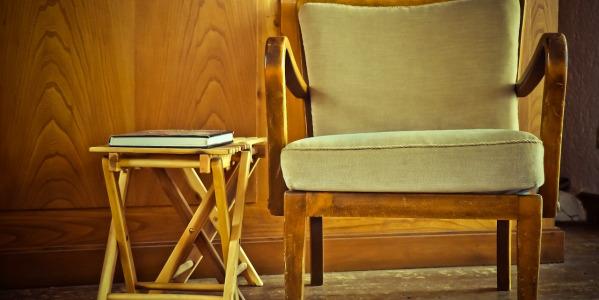 Domowe sposoby na czyszczenie drewnianych mebli i obić tapicerskich