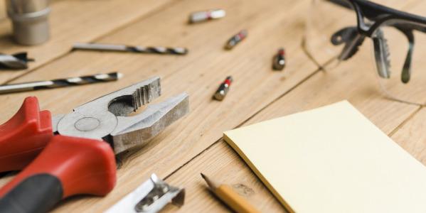 W jakie akcesoria wyposażyć własny warsztat tapicerski?