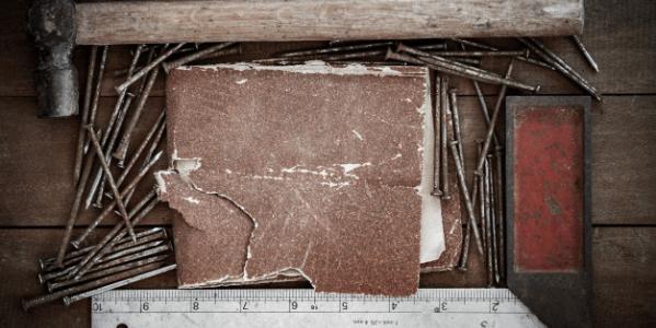 Papier ścierny -  niezbędne narzędzie każdego tapicera